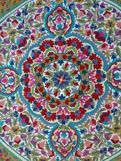 Beau tapis Mandala, un tapis très floral et grand comme un pi 6 ronds (également disponible en 5 pi rond et ronde de 4 pi) de tapis en laine. Il est impossible de rester indifférent à la vue de cette conception et est immédiatement apporte un effet WOW par les gens qui visitent la maison. Si vous cherchez un tapis qui brise la routine, ce tapis est fait pour vous ! Nos tapis magasin collection propose abordables carpettes se compose de tapis orientaux traditionnels et moderne à la recherche…