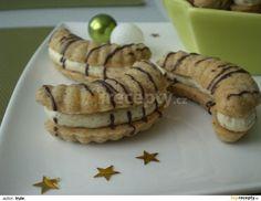 Ze surovin na rohlíčky vypracujeme těsto, které necháme hodinu odpočinout v lednici. Těsto vtlačíme do formiček na rohlíčky a pečeme v troubě... Cookie Desserts, Sweet Desserts, Sweet Recipes, Slovak Recipes, Czech Recipes, Sandwich Cookies, Holiday Cookies, Desert Recipes, Four