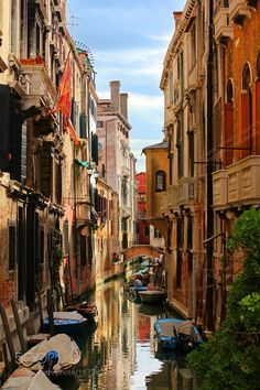 Hidden beauty of Venice by evgeniyborovoi #architecture #building #architexture #city #buildings #skyscraper #urban #design #minimal #cities #town #street #art #arts #architecturelovers #abstract #photooftheday #amazing #picoftheday
