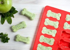 Minty Fresh Breath Dog Treats - The Produce Moms Frozen Dog Treats, Diy Dog Treats, Homemade Dog Treats, Dog Biscuit Recipes, Dog Treat Recipes, Dog Food Recipes, Cake Recipes, Biscuits, Sweet Potatoes For Dogs