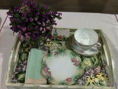 Resultado de imagen para flower show breakfast trays Breakfast Tray, Tea Tray, Garden Show, Flower Show, Design Table, Table Designs, Flower Arrangements, Floral Designs, Trays