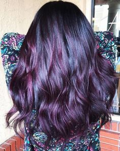 Blackberry hair is quickly gaining popularity, and this is a hair trend I think you'll feel berry good about it. trends unique Blackberry Hair Is About To Be This Season's Biggest Trend, And It's As Juicy As It Sounds Lilac Hair, Hair Color Purple, New Hair Colors, Cool Hair Color, Aveda Hair Color, Spring Hairstyles, Cut Hairstyles, Mermaid Hair, Hair Highlights