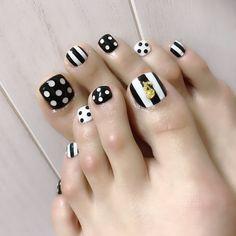Dot Nail Designs, Pedicure Designs, Pedicure Nail Art, Toe Nail Art, Manicure, Pretty Toe Nails, Cute Toe Nails, Feet Nail Design, Nagellack Design