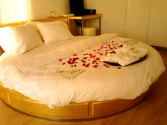 Choose the honeymoon package and experience luxurious along with romantic vacations !!