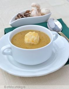 Gombaleves sajtgombóccal Hungarian Recipes, Hungarian Food, Cheeseburger Chowder, Soup Recipes, Food And Drink, Vegetables, Breakfast, Cakes, Education