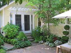 pea gravel patio and boxwoods - Google Search