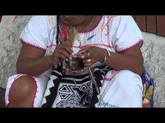 Indigena tejiendo mochilas - YouTube