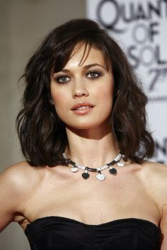 Olga Kurylenko. Her HAIR. This length is my goal!