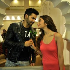 The pairing of Alia Bhatt and Varun Dhawan, have time and again proved that they are one of the cutest onscreen couples in Bollywood. Bollywood Couples, Bollywood Photos, Bollywood Stars, Bollywood Fashion, Indian Celebrities, Bollywood Celebrities, Bollywood Actress, Alia Bhatt Varun Dhawan, Alia Bhatt Cute