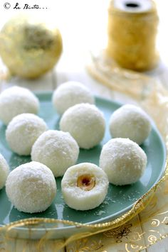 Tartufini cremosi al cocco e nocciole Nutella, Cookie Recipes, Dessert Recipes, Sweet Cooking, Party Finger Foods, Christmas Sweets, Sweet Cakes, No Cook Meals, Cake Cookies