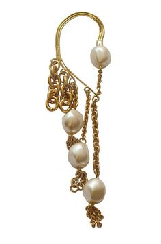 Adorn Ear Cuff Earpiece fits around ear. Made with gold plated chain and with vintage faux pearls. #Jewelry #Fashion #EarCuff