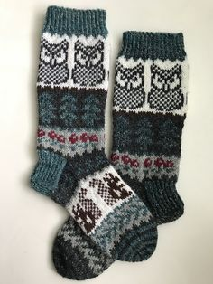 Crochet Socks, Knitting Socks, Knit Crochet, Mitten Gloves, Mittens, Boot Socks, Knitting Patterns, Arts And Crafts, Slippers