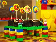 """Brincar de Lego? Comer um doce? Brincar de Lego? Comer um doce?"""" - isso é tudo o que você conseguirá pensar ao se deparar com o nosso porta-docinhos mais legal do mundo"""