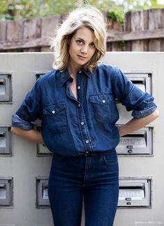 """""""Canadian Tuxedo,"""" with oversize denim shirt and the sleeves rolled up. Don't be afraid of """"double denim. Looks Total Jeans, Looks Jeans, Fashion Moda, Denim Fashion, Womens Fashion, Runway Fashion, Fashion Trends, Double Denim, Looks Camisa Jeans"""
