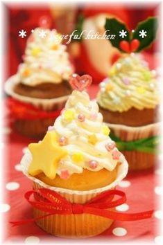 「【クリスマス】カップケーキの小さなツリー」vegeful | お菓子・パンのレシピや作り方【corecle*コレクル】