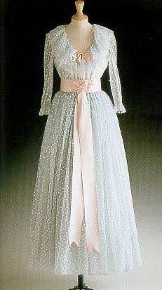 1981 gown designed by David and Elizabeth Emanuel, pale blue tulle ballgown adorned with pearlized sequins with pink sash and bodice bow Princess Diana Dresses, Princess Diana Fashion, Princess Mary, Lady Diana Spencer, Queen, Glamour, Royal Fashion, Beautiful Dresses, Vestidos