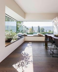 Natural light gleaming onto a spectacular window seat ~ Objekte 366 Residential Project designed by Moderne Esszinmer Bilder ✨