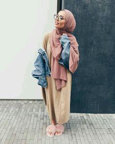 30 Cute Hijab School Outfits for Muslim Teen Girls Street Hijab Fashion, Abaya Fashion, Modest Fashion, Fashion Outfits, Fashion Fashion, Womens Fashion, Hijab Fashionista, Casual Hijab Outfit, Hijab Chic