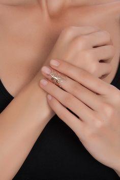 d'Arc Exclusive Pembe Altın Kaplama Motifli Tırnak Yüzük ile tarzını ve şıklığını tamamla, modayı keşfet. Birbirinden güzel Yüzük modelleri Lidyana.com'da!