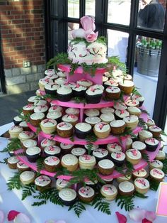 Cupcake wedding cakes have become a hot trend. See pictures of great styles and options for decorating wedding cupcakes. Wedding cupcakes can save you some money. Diy Wedding Cake, Wedding Cake Photos, Wedding Cakes With Cupcakes, Wedding Cake Decorations, Party Decoration, Our Wedding, Cupcake Wedding, Wedding Ideas, Cupcake Decorations