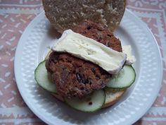 Dora vegetarische burger 3 Cookies, Desserts, Food, Vegetarian Burgers, Crack Crackers, Tailgate Desserts, Deserts, Biscuits, Essen