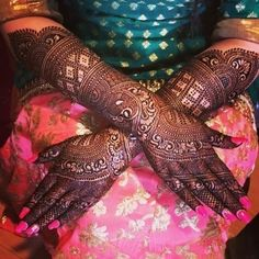 If you are looking for bridal mehndi designs for your wedding, then check out these top 30 mehandi images for some inspiration. Right from a simple mehndi design to an elaborate bridal henna design, you'll find it in here! Kashee's Mehndi Designs, Rajasthani Mehndi Designs, Latest Bridal Mehndi Designs, Mehndi Designs For Girls, Mehndi Design Photos, Wedding Mehndi Designs, Latest Mehndi, Mehndi Images, Kashees Mehndi