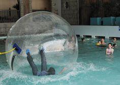 Karim Di Matteo en train de tester une nouvelle attraction à Aquaparc, au Bouveret. Photo: Chantal Dervey Wtf Funny, Attraction, Gate, Photos, Clouds, Train, Portal, Zug, Ha Ha