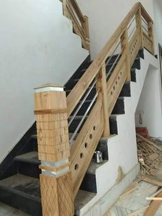 Durability is a thing you shoud consider with wood stair cases,they are less resistant then metel stair cases; Wooden Staircase Railing, Stair Railing Design, Stair Handrail, Modern Staircase, Bedroom Door Design, Main Door Design, Wooden Door Design, Staircase Lighting Ideas, Stairway Lighting