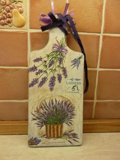 Too pretty to use! Wooden Painting, Wooden Art, Country Paintings, Happy Paintings, Diy Bottle, Wine Bottle Crafts, Paisley Art, Diy And Crafts, Arts And Crafts
