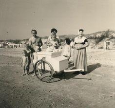 IJsverkoop op strand; 1963 #Zeeland #Walcheren