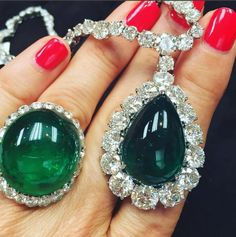 Not often I get a treat like this: comparing Colombian (ring on left) with Zambian (right) emeralds. Both are beautiful but which do you prefer? #MUZOEmerald #Colombia #Zambia #emeralds #emeraldring #gemstones #green #luxury #jewelry