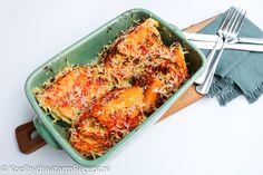 Groene kool, kummel, tomaat en kaas; die smaken combineren altijd uitstekend. De gegratineerde groene kool is geweldig sappig en krijgt door de Pecoriono Romano een fijn crunchy laagje.