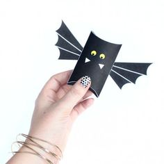 These bat pillow boxes are so easy to assemble. Stop by and download the free printable.