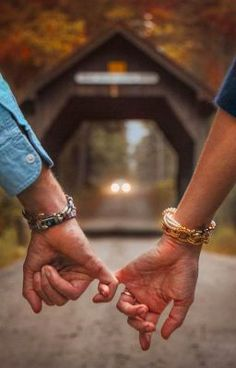 30 Sweet Fall Engagement Photo Ideas – Oh Best Day Ever – fall wedding engagement photo ideas – Photo Poses For Couples, Poses Photo, Couple Photoshoot Poses, Engagement Photo Poses, Pre Wedding Photoshoot, Wedding Photography Poses, Engagement Couple, Engagement Pictures, Wedding Engagement