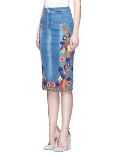 Alice + olivia 'samir' Floral Embroidery Denim Pencil Skirt in Blue | Lyst