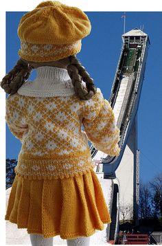 Die American Girl-Puppe gekleidet in hübsche Winterkleider in gelb und weiß