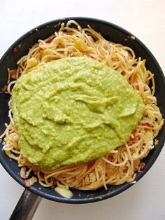 Zucchini Noodles with Avocado Sauce Healthy Pasta Recipes, Healthy Pastas, Chicken Salad Recipes, Veggie Recipes, Vegetarian Recipes, Cooking Recipes, Spinach Alfredo, Avocado, Food Porn