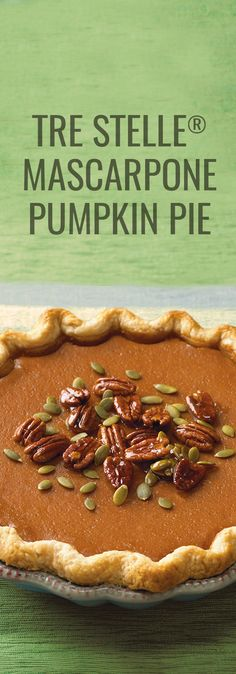 It's hard to resist this creamy pumpkin pie made with Mascarpone - the nut brittle is an added bonus. Pumpkin Dessert, Pie Dessert, Dessert Recipes, Mason Jar Pies, Mousse, Sweet Pie, Baking Recipes, Baking Ideas, Pumpkin Recipes