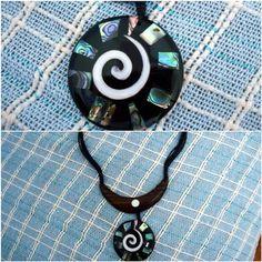 Colar Madeira & Abalone - Espiral www.munayartes.com