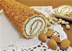 Il rotolo svizzero alla crema ed alle nocciole si prepara versando il composto di uova zucchero e farina in una teglia cuocendolo al forno e una volta freddo arrotolandolo con lo zucchero a velo e decorandolo con la panna e le nocciole. Ecco i passaggi per il rotolo svizzero alla crema ed alle nocciole. Torte Cake, Cake Bars, Great Desserts, Dessert Recipes, Bolu Cake, Jelly Roll Cake, Chocolate Roll, Cooking Cake, Bakery Recipes