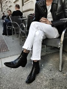 MINIMAL + CLASSIC: ankle boots, white jeans, t-shirt and leather jacket