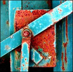Room Color Inspiration: Aqua & rust by Lakhesys Inspiration Artistique, Rust In Peace, Peeling Paint, Rusty Metal, Rust Color, Color Red, Art Plastique, My Favorite Color, Textures Patterns