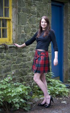 'Billie' Box Pleat Mini Kilt from Scotweb Tartan Mill-I soooooooooo want one! Tartan Mini Skirt, Tartan Dress, Pleated Mini Skirt, Plaid Skirts, Hipster Rock, Cute Skirt Outfits, Cute Skirts, Tartan Fashion, Redheads