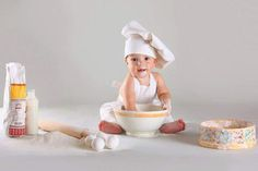 the baby baker. Monthly Baby Photos, Baby Girl Photos, Cute Babies Photography, Newborn Baby Photography, Newborn Family Pictures, Baby Pictures, Baby Christmas Photos, Baby Cooking, Foto Baby