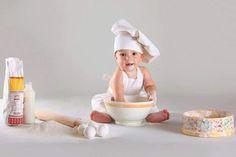 the baby baker. Monthly Baby Photos, Baby Girl Photos, Cute Babies Photography, Newborn Baby Photography, Newborn Family Pictures, Baby Pictures, Baby Calendar, Baby Christmas Photos, Baby Cooking