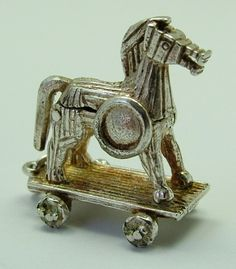 Silver Opening Trojan Horse Charm Soldiers Inside - 42 gbp