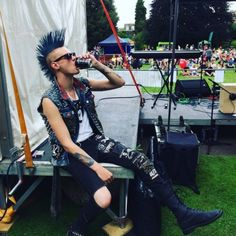 Chronicles of The Punk Prophet Style Punk Rock, Punk Rock Grunge, Punk Rock Fashion, Punk Guys, 80s Punk, Punk Mohawk, Mode Punk, The Neighbor, Punk Outfits