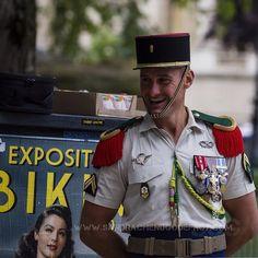 Rire d'un légionnaire en attendant le défilé du 14 juillet [Ref:4516-23-0670] #legionetrangere #portrait #rire #foreignlegion #military #armee