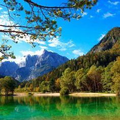Op reis naar Slovenië? Met deze 5 tips wordt het een reis om nooit meer te vergeten. Begin je reis in Ljubljana en reis door het prachtige binnenland. Places In Europe, Places To Visit, Slovenia Travel, Holiday Travel, Beautiful Places, Road Trip, Camping, Earth, Vacation