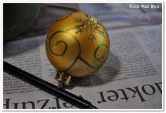 Krek Wak Wou: DIY: rustieke decoratie- en mosballen Diys, Christmas Bulbs, Globe, November 2013, Holiday Decor, Home Decor, Speech Balloon, Decoration Home, Bricolage